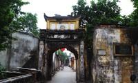 Campuran arsitektur tradisional dan arsitektur Perancis di desa Cu Da