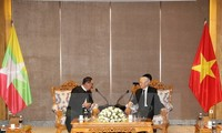 Sekjen KS PKV, Nguyen Phu Trong menerima Pemimpin Partai Liga Nasional Demi Demokrasi