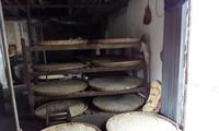 Kerajinan membuat saus kedelai Desa Cu Da