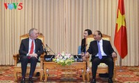 PM Vietnam, Nguyen Xuan Phuc  bertemu dengan Duta Besar AS Ted Osius
