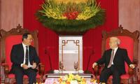 Sekjen KS PKV Nguyen Phu Trong dan PM Nguyen Xuan Phuc menerima Deputi PM Laos, Sonexay Siphandone
