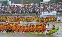 Pesta Oc Om Boc- Lomba jukung Ngo, ciri-ciri budaya  khas dari warga etnis Khmer di  daerah Nam Bo