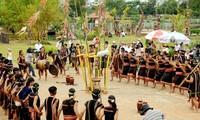 Upacara  menyedekahi dermaga air dari warga etnis minoritas E De