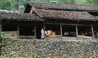 Bangunan  perumahan milik orang Mong