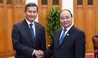 Нгуен Суан Фук принял министра иностранных дел Сингапура