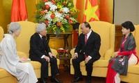 Премьер Вьетнама встретился с императором и императрицей Японии