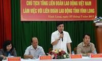 Глава Конфедерации труда Вьетнама провел рабочую встречу в провинции Виньлонг