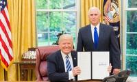 Президент США подписал Закон о новых санкциях против России, Ирана и КНДР