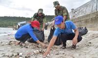 Молодежь дельты реки Меконг участвует в волонтерской кампании по защите моря и островов страны