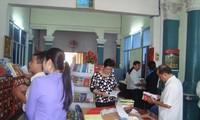 坚江省举行越南图书日活动