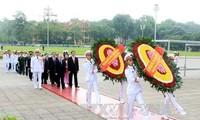 越南党和国家领导人入陵瞻仰胡志明主席遗容纪念胡主席诞辰126周年