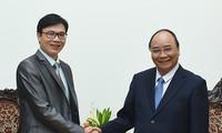 阮春福会见旅居法国越南科学家和专家协会主席阮德姜