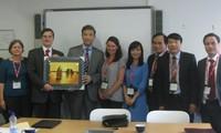 越共中央宣教部代表团对英国进行工作访问