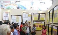 黄沙长沙归属越南地图和资料展在义安省举行