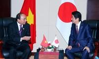 阮春福会见日本首相安倍
