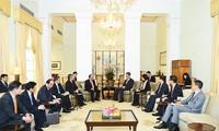 越南政府总理阮春福会见香港特别行政区行政长官梁振英