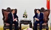 越南政府副总理郑庭勇会见美国埃克森美孚公司副总裁格林伍德