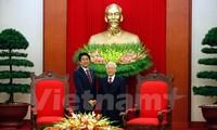 越共中央总书记阮富仲会见日本首相安倍晋三