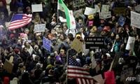 反对美国总统特朗普移民问题行政命令的示威活动在英国爆发
