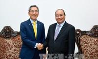 越南政府总理阮春福会见韩国国民银行行长尹钟圭