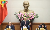 越南政府总理阮春福:奖励要面向一线劳动者
