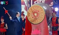 越南国家主席陈大光出席2017年炉门旅游节开幕式