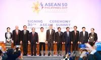 阮春福圆满结束出席第30届东盟峰会行程回国