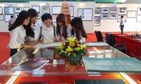 """""""黄沙长沙归属越南:历史证据和法理依据""""地图和资料展在和平省举行"""