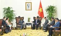 阮春福会见以色列驻越大使沙哈尔
