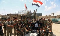 """伊拉克政府军攻打""""伊斯兰国""""最后堡垒"""