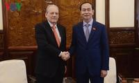 越南国家主席陈大光会见乌拉圭驻越大使桑塔纳