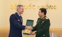 越南人民军总参谋长潘文江会见美国太平洋空军司令奥肖内西