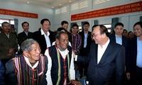 阮春福看望慰问多农省少数民族同胞