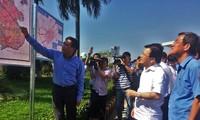 越南政府副总理郑庭勇视察龙城机场建设项目