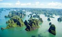 越南下龙湾入选由美国媒体评选的世界最美的一百处遗产名录