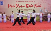 12th Vietnamese Poetry Day promises changes