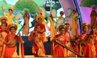 """1st national festival of """"Don ca tai tu"""" opens in Bac Lieu province"""