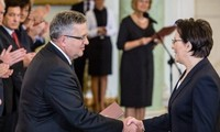 Polish President formally approves new government