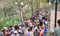 Yen Tu spring festival opens