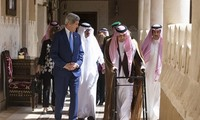John Kerry reassures nervous Gulf allies about Iran nuclear deal