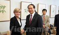 Public security minister holds talks in Australia