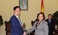 Prime Minister Nguyen Tan Dung receives Cuban Minister of Finance and Prices