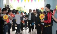 UNICEF Chief Representative presents gifts to disadvantaged children in Da Nang