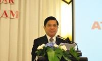 Binh Duong promotes investment with Thailand and Japan