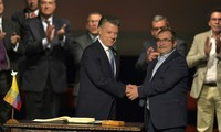 Colombia, FARC sign revised peace deal