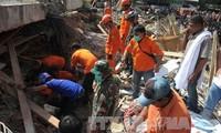 Indonesian President Joko Widodo inspects earthquake-hit area