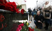 Russia holds national day of mourning for plane crash victims