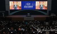 South Korean President vows to denuclearize Korean peninsula