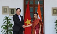 Deputy Prime Minister and Foreign Minister Pham Binh Minh visits India