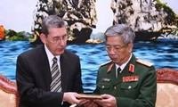Phó trợ lý Bộ trưởng Quốc phòng Mỹ phụ trách vấn đề POW/MIA thăm Việt Nam